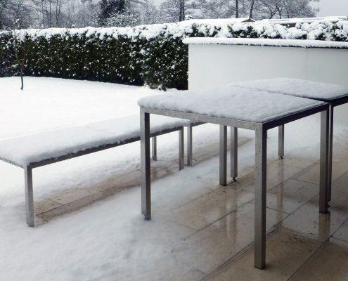 Edelstahlmöbel von HammerDesign im Schnee
