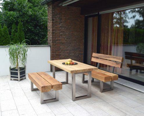 Möbelgruppe aus Eichenholz und Edelstahl