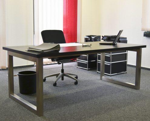 Schreibtisch mit Edelstahlbeinen von HammerDesign