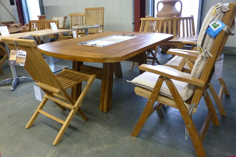 Teakholz-Grilltisch mit Sitzgruppe