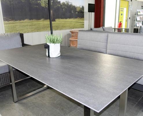 Tisch mit DEKTON-Bromo
