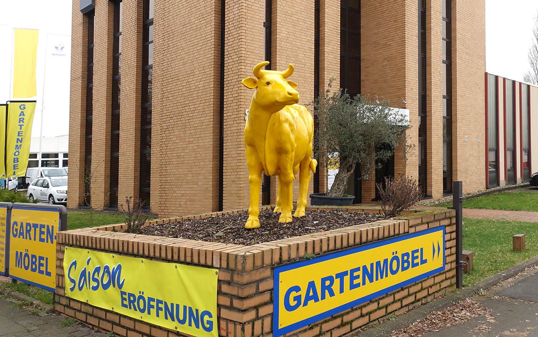 Die gelbe Kuh von Gartenmoebel-NRW